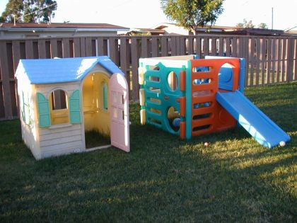 FREE backyard play house & play cube!